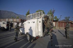 Militants Kill 2 BSF Men In Central Kashmir, Escape With 2 Rifles