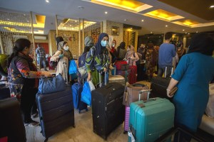 Travellers' Torment Raises 'Time for Home Quarantine' Pitch in Kashmir