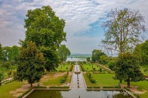 Summer in Kashmir: Gloomy Gardens, Lackluster Lake, Sombre Sunsets