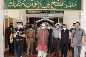 LG Visits Hazratbal Shrine, Takes Stock Of Facilities For Devotees