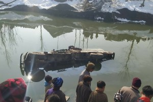 Duo Injured As Load Carrier Rolls Into Jhelum In North Kashmir