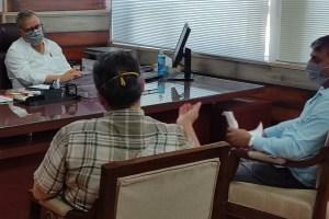 Srinagar Traders Submit Memorandum Of Demands To Adv Khan