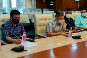Trade Bodies Meet DC Srinagar, Offer Suggestions On Opening Of Markets
