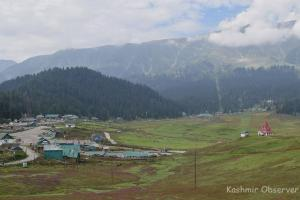 Day-Picnickers Barred From Visiting Gulmarg On Weekends