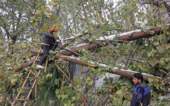 Snowfall aftermath: Power, water shortage hit north Kashmir villages