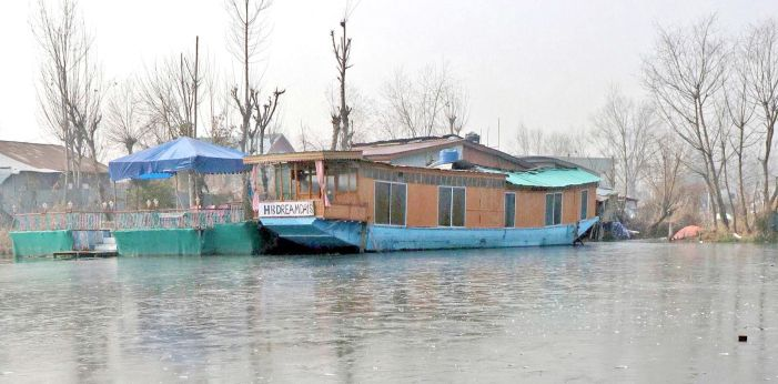 Houseboat owners among others outraged at govt's Rs 1k a month 'pittance'