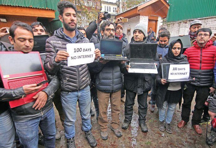 Kashmir journos protest internet ban