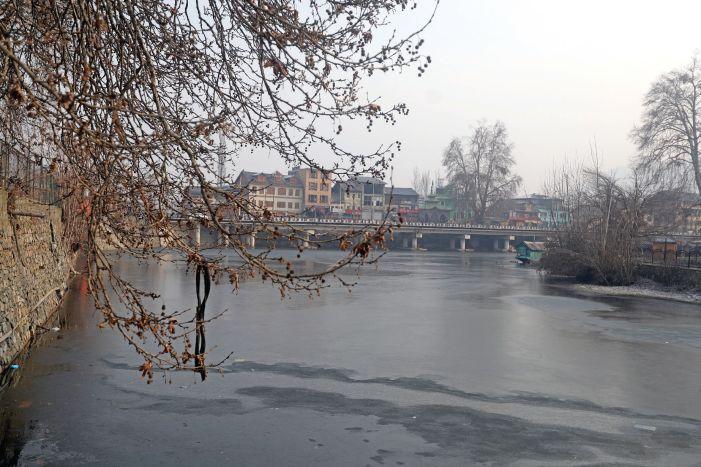 Sub-zero temperatures across Kashmir