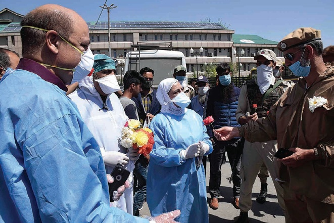Police offers roses, sweets to doctors, health workers in hospitals