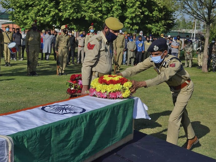 Policeman killed, another injured in militant attack in Pulwama