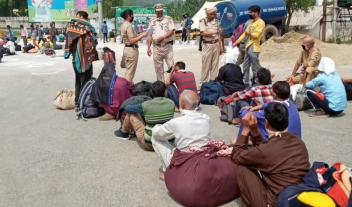 Not enough helplines, no help at all, say stranded Kashmiris
