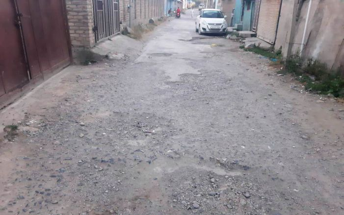 Pampore Umar Colony residents aghast with R&B department for not repairing road