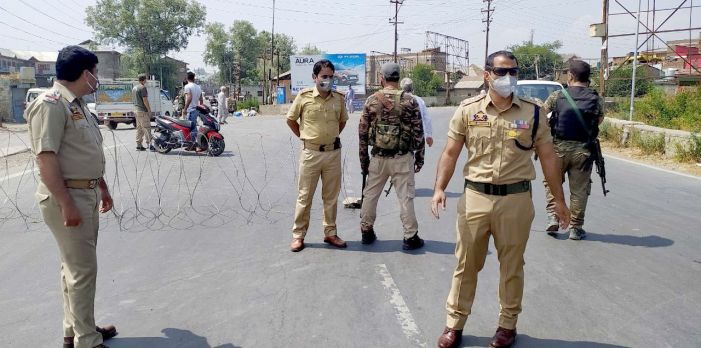 Police impose restrictions in Pampore town, appeal people to remain indoors