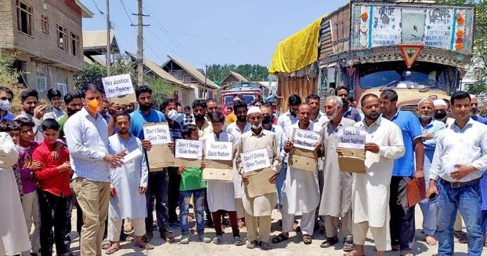 Wuyan residents stage protest, demand blacktopping of road