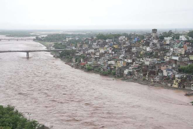 Admin bans construction activities to deal with encroachments along Tawi river in Jammu