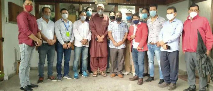 Delegation of KP entrepreneurs meet Abdullah, extend support to Gupkar Declaration