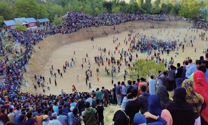 Shopian vs Pulwama final draws thousands of spectators, not one bothered about Covid-19