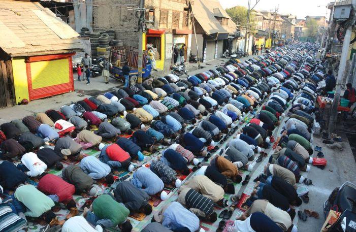 Khawaja-Digar prayers draw thousands to Naqshband Sahib (RA) shrine