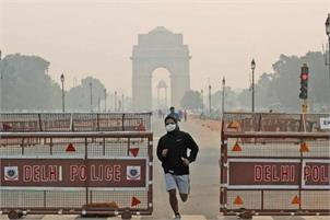 Air quality in Delhi falls to lower end of very poor category