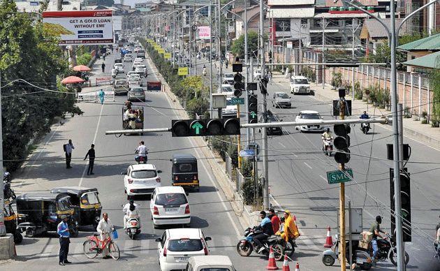 Second and final phase begins of installing 'intelligent traffic lights' in Srinagar