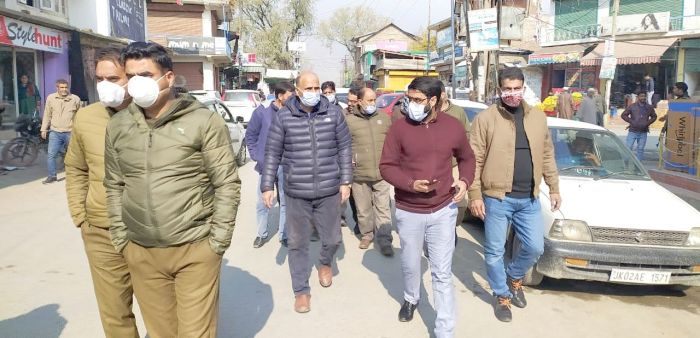 Nine meat shops sealed in Pampore for violating govt approved rates, many violators fined
