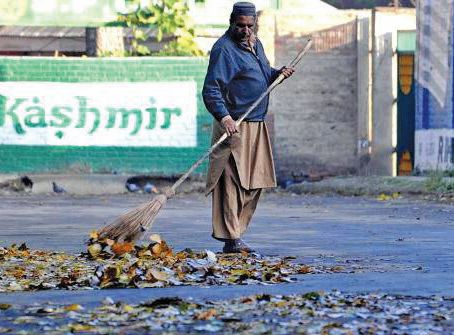SMC's sweepers not given any warm clothing, mask, gloves or shoes