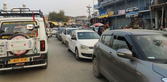Traffic mess returns to Shopian town