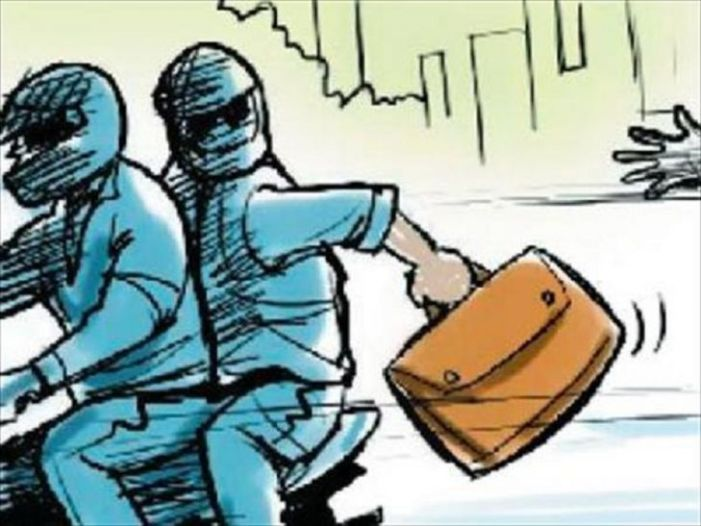 Gunmen loot Rs 2 lakh from bank in Budgam