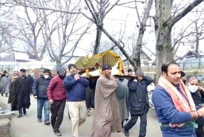 Muslims help perform last rites of Kashmiri Pandit in Ganderbal