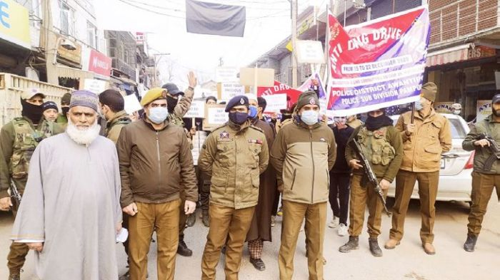 Police, civil society, students hold anti-drug rally in Pampore