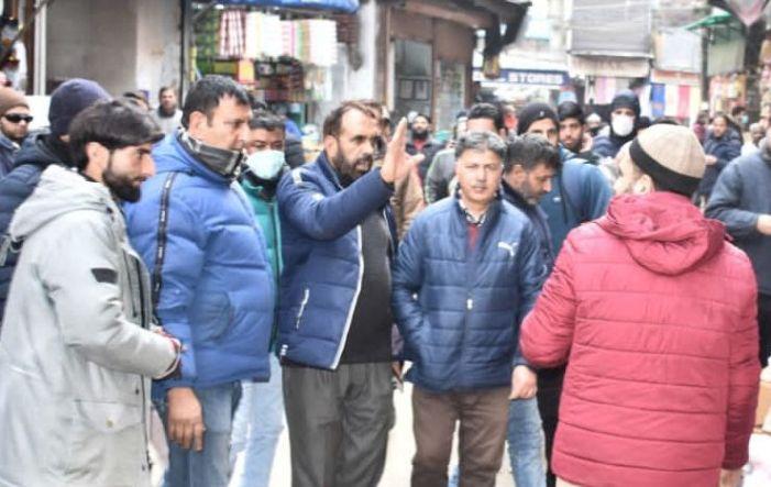 SMC conducts anti-encroachment drive in Srinagar markets