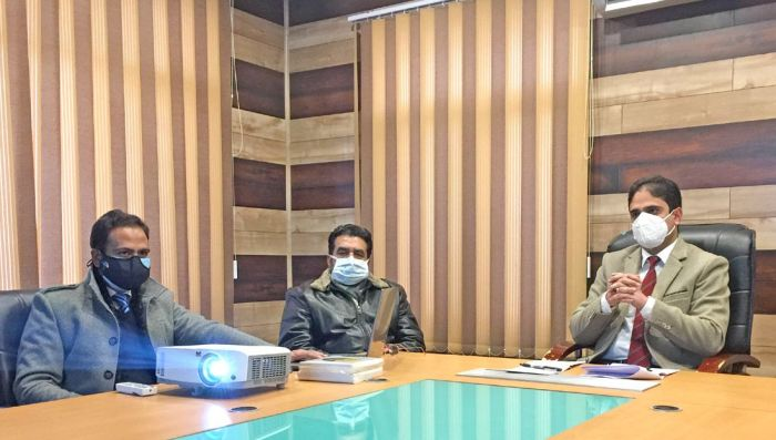 As Srinagar struggles with snow, Mayor rues dearth of machines