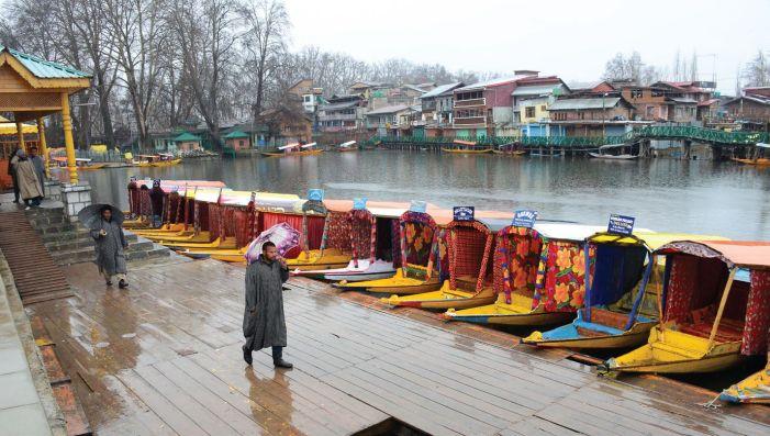 Light snowfall, rain in Kashmir, expected to intensify