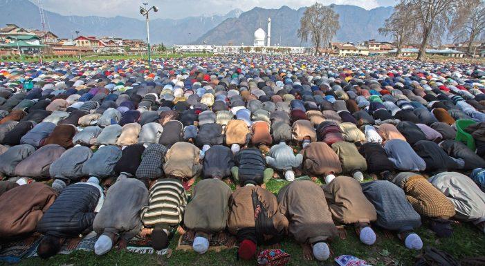 Thousands throng Hazratabal shrine on Friday following
