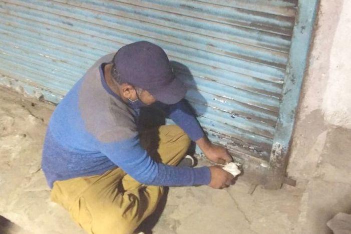 Masked man loots shops in Baramulla market during Friday prayers