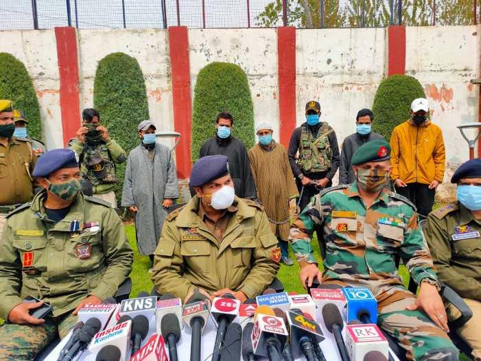 2 militants, 3 OGWs arrested in Kupwara: Police