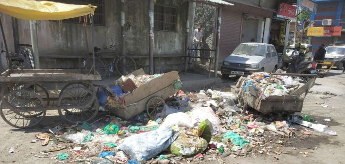 Locals, transporters call for lifting of garbage on Magam road