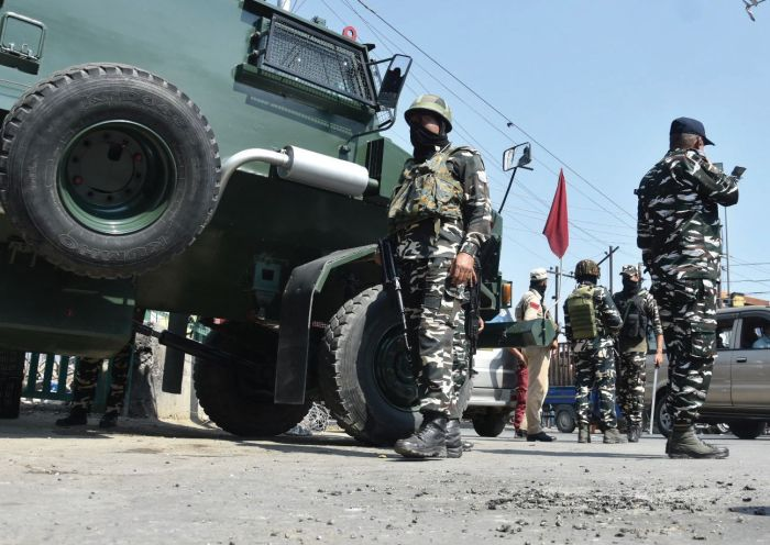 Many civilians sustain minor injuries in Srinagar grenade attack