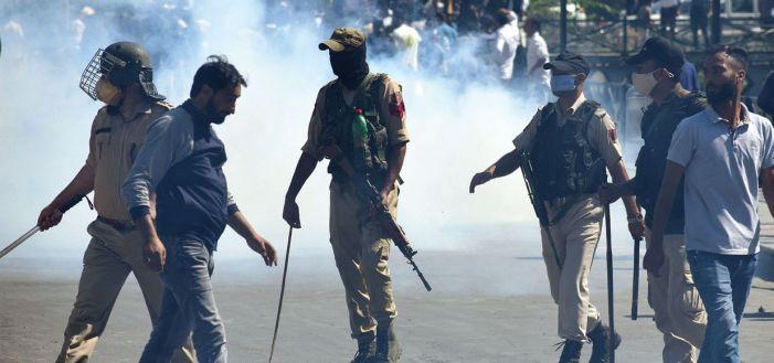 Tear gas, lathi charge on Muharram procession in Srinagar