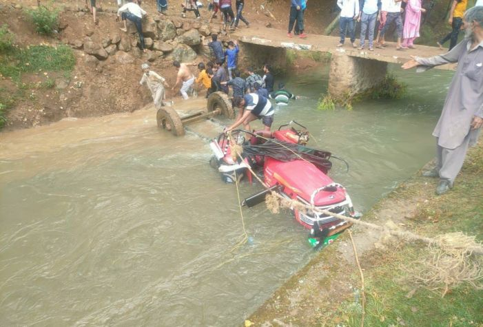 Two dead, one injured as tractor turns turtle in Bandipora