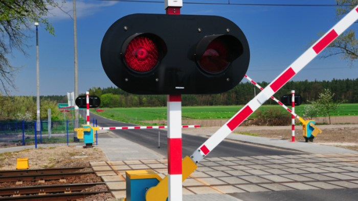 Speedy truck breaks railway barrier; seized with eight kg poppy straw