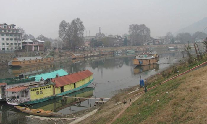 Submit report on encroachments removed along Jhelum river, HC orders CE I&FC dept