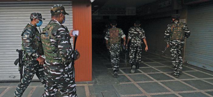 One civilian shot dead in Karan Nagar, another shot at in Batamaloo, critical