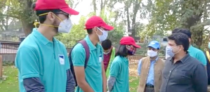 Sarmad Hafeez kickstarts sanitation drive at Chinar Bagh, Srinagar