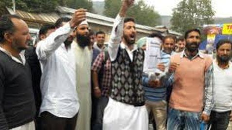 Class 4th post aspirants protest against DC Bla