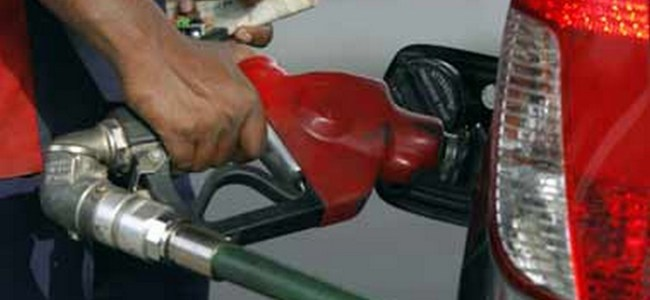 Petrol price cut by 17 paise, costs Rs 76.52 per litre in Delhi