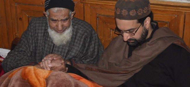 Released from house detention Mirwaiz visits slain Srinagar civilian, militants families