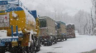 After fresh snowfall, rains traffic suspended on Sgr-Leh highway