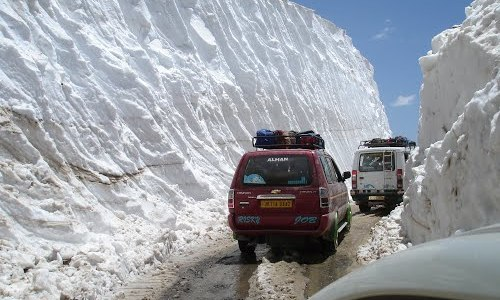 Srinagar-Leh road closed for vehicular movement