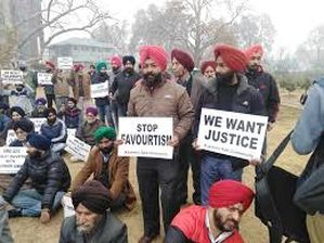 Sikhs demands revocation of SRO-425, stages protest in Srinagar